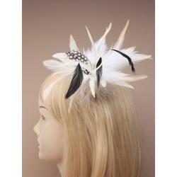 fascinator de plumas de estilo surtidos en un clip con pin broche bifurcado. en marrón y beige y cream.these...