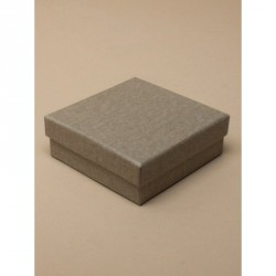 Git box - Taupe gift box with linen effect paper finish.