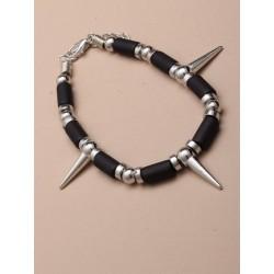 cordão preto e pulseira de prata spike