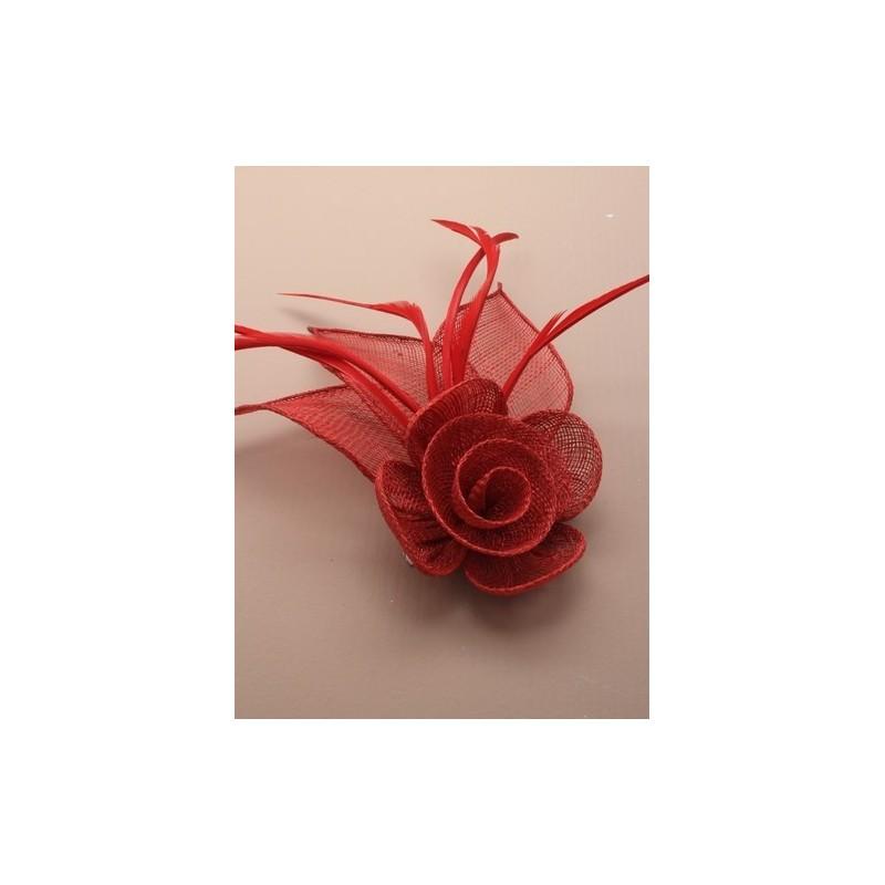 maille fleur rouge nette fascinateur plumes sur un clip bec et Broche