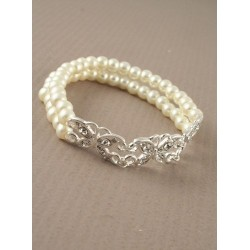 Double row pearl bracelet with flower or butterfly motif