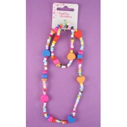 Necklace and bracelet set in wood and plastic.