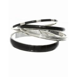 4 schwarze und silv sortiert Breite Armreifen.