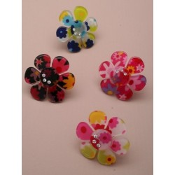 Brightly coloured acrylic ring with 3 crystals. Adjustable.