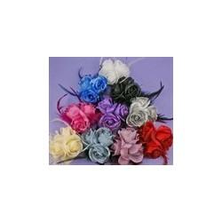 バラのつぼみヘアゴム花とピンをトリプルします。