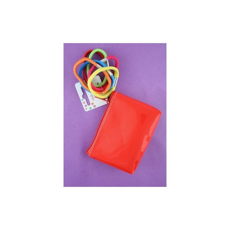 bolso de color brillante con 6 piquetas brillantes. en rojo amarillo azul morado naranja y verde.