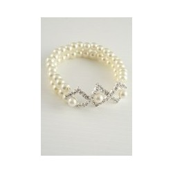 Pearl bead stretch bracelet with Crystal centre detail